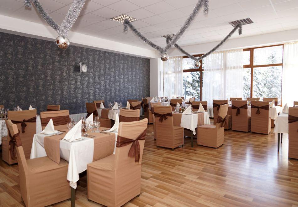 Нова година в Боровец! Нощувка на човек със закуска и вечеря в хотел Бор. Доплащане на място за Новогодишен куверт!, снимка 10