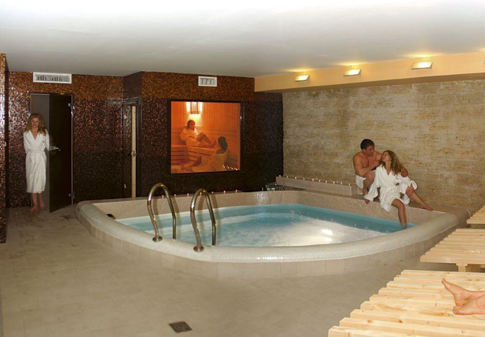 Нощувка в делукс крило на човек със закуска + басейни с минерална вода и релакс център в хотел Хисар****, гр. Хисаря, снимка 11