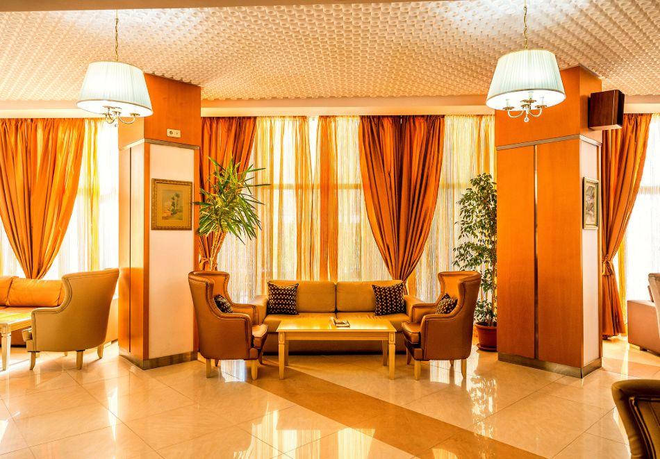 Нощувка в делукс крило на човек със закуска + басейни с минерална вода и релакс център в хотел Хисар****, гр. Хисаря, снимка 24