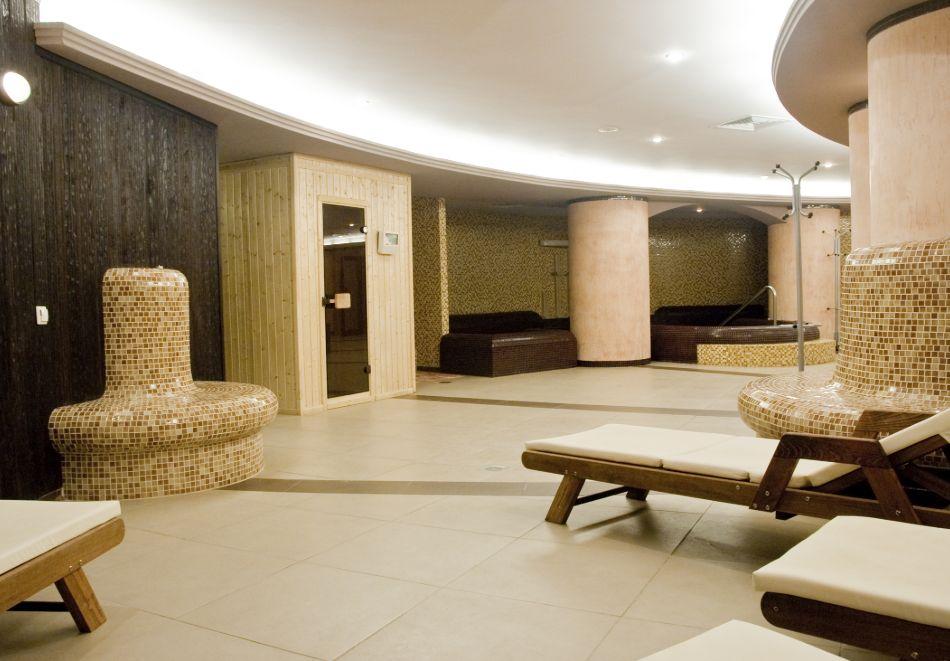 Нощувка в делукс крило на човек със закуска + басейни с минерална вода и релакс център в хотел Хисар****, гр. Хисаря, снимка 9