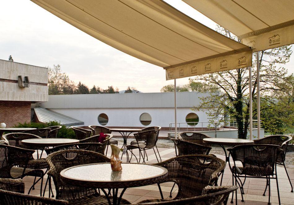 Нощувка в делукс крило на човек със закуска + басейни с минерална вода и релакс център в хотел Хисар****, гр. Хисаря, снимка 26