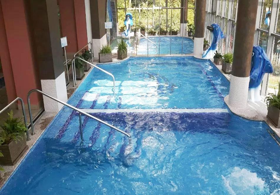 Нощувка в делукс крило на човек със закуска + басейни с минерална вода и релакс център в хотел Хисар****, гр. Хисаря, снимка 6