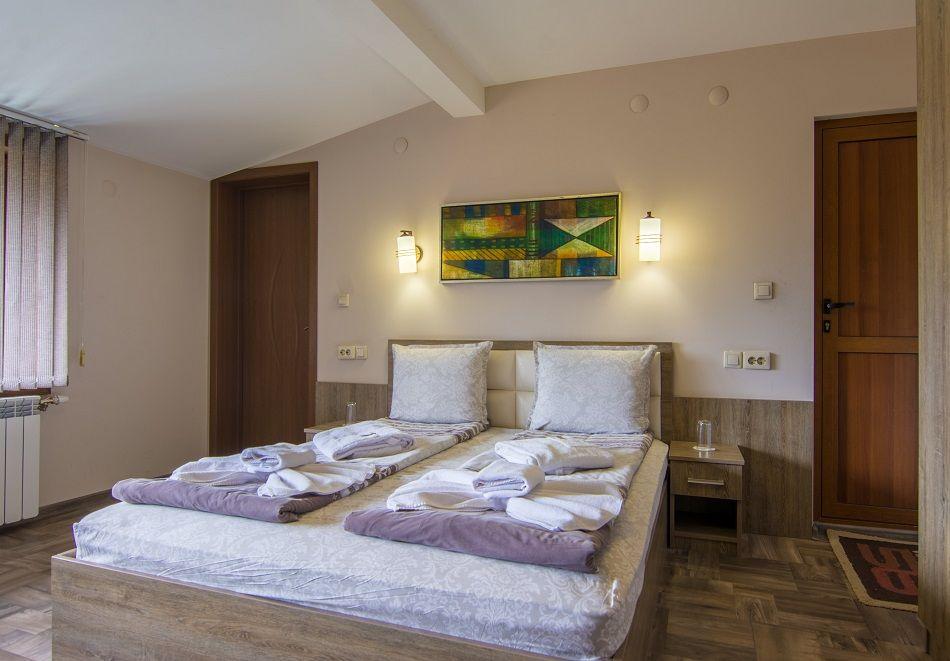 3 или 5 нощувки на човек със закуски и вечери + басейн с минерална вода във Вила Минерал 56, с. Баня до Банско, снимка 9