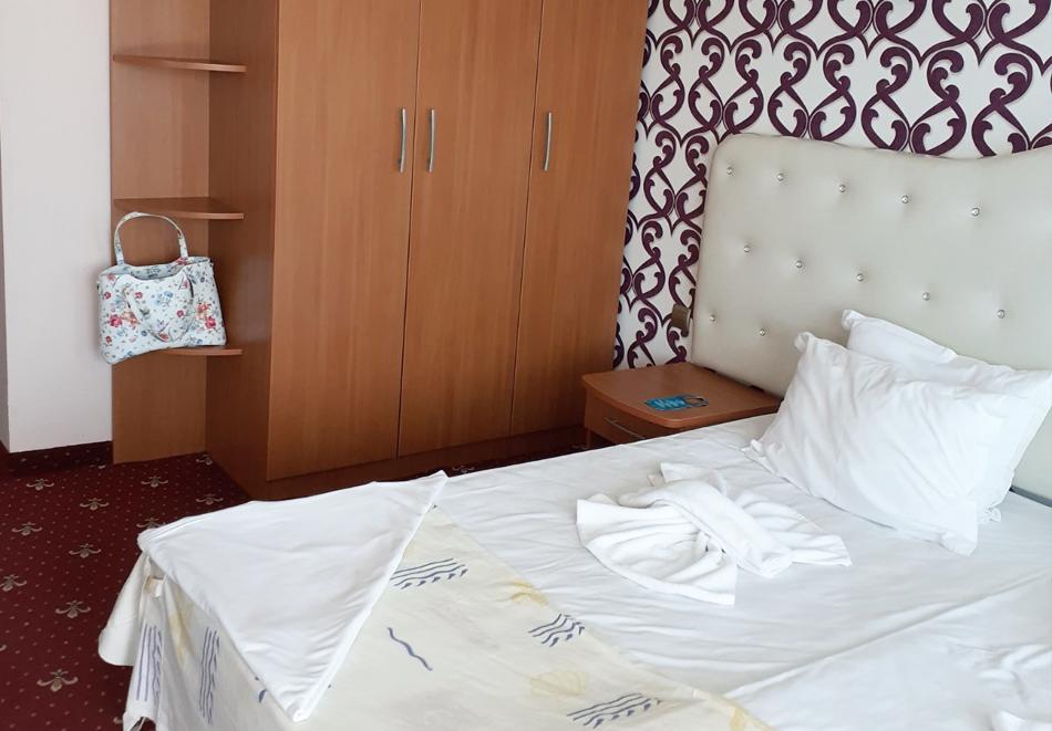 8-ми март в Св. Св. Константин и Елена! 2 нощувки на човек със закуски и вечери, едната празнична с DJ + СПА пакет в хотел Сириус Бийч****, снимка 16
