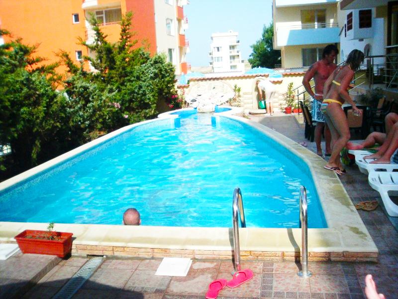 Нощувка за 2-ма или 3-ма + басейн в хотел Свети Валентин, на 150м. от плажа в Приморско, снимка 3