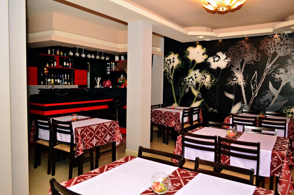 Нощувка на човек със закуска в хотел Марая, Арбанаси, снимка 13