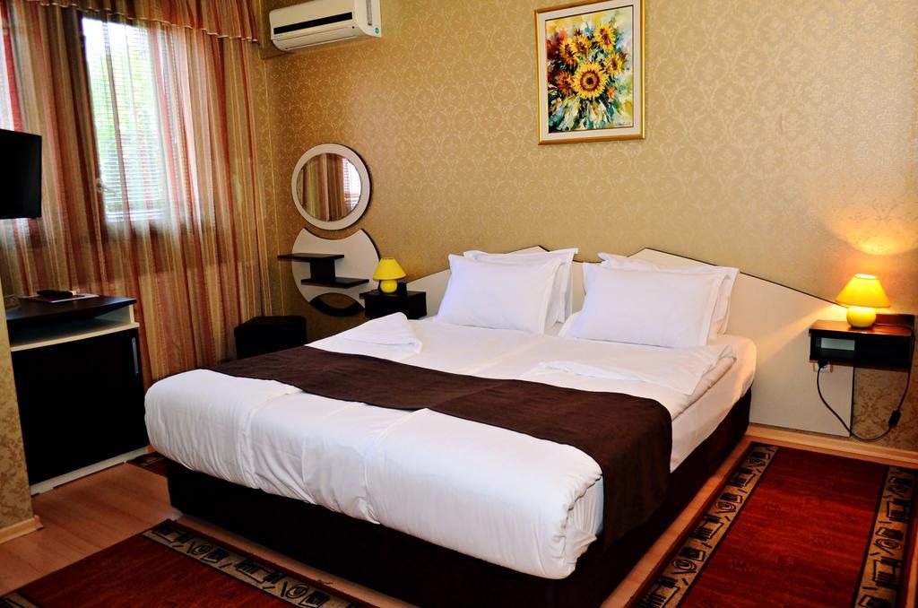 Нощувка на човек със закуска в хотел Марая, Арбанаси, снимка 7