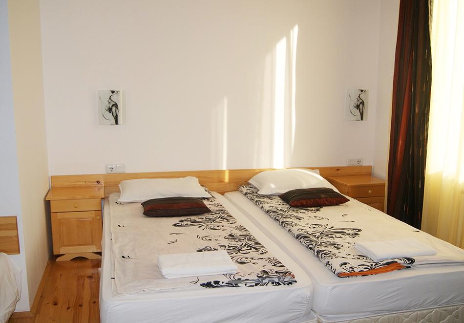 2+ нощувки на човек със закуски и вечери в къща за гости Гърбеви, Добринище, снимка 4