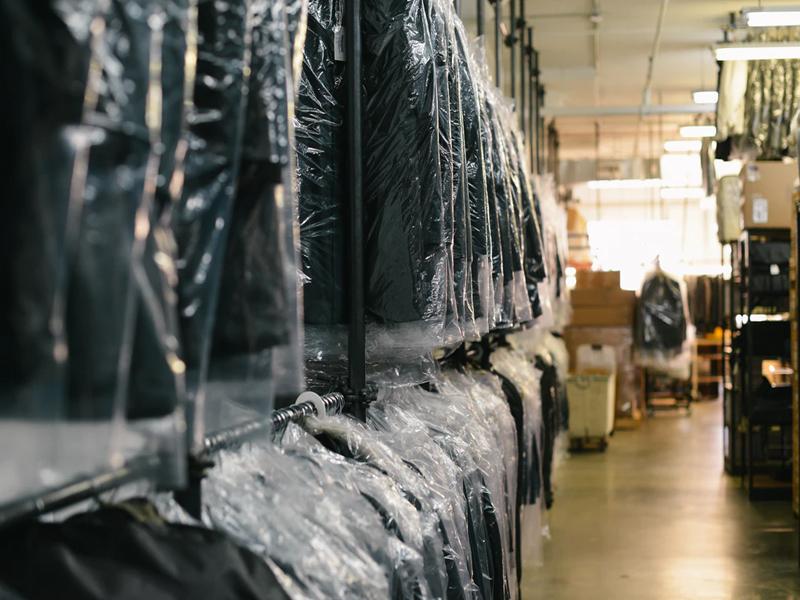 Химическо чистене и гладене на дрехи на стойност 38 лв. с ваучер само за 15лв. от Аква Прес, снимка 2