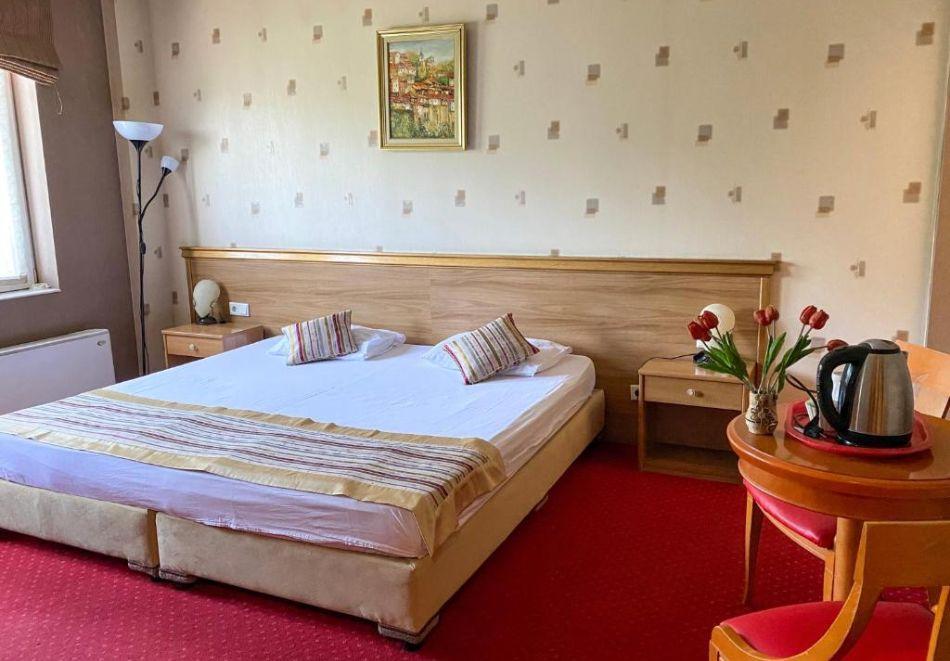 Почивка в центъра на Велико Търново! Нощувка на човек със закуска от хотел Алегро***, снимка 3