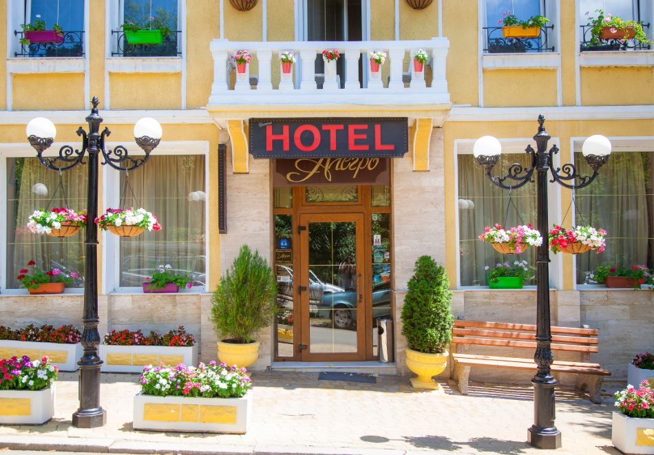 Почивка в центъра на Велико Търново! Нощувка на човек със закуска от хотел Алегро***, снимка 2