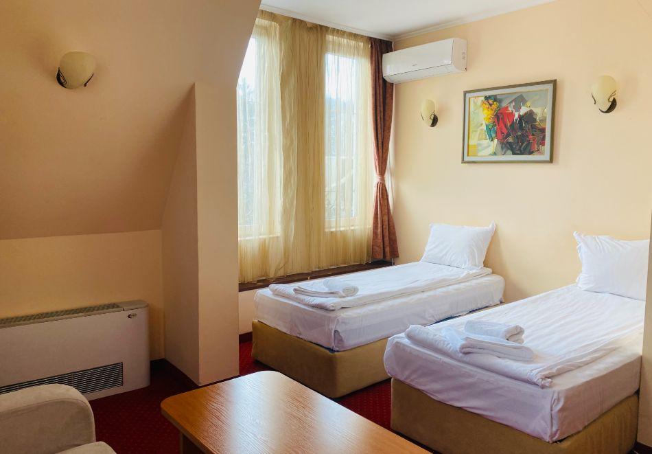 Почивка в центъра на Велико Търново! Нощувка на човек със закуска от хотел Алегро***, снимка 7