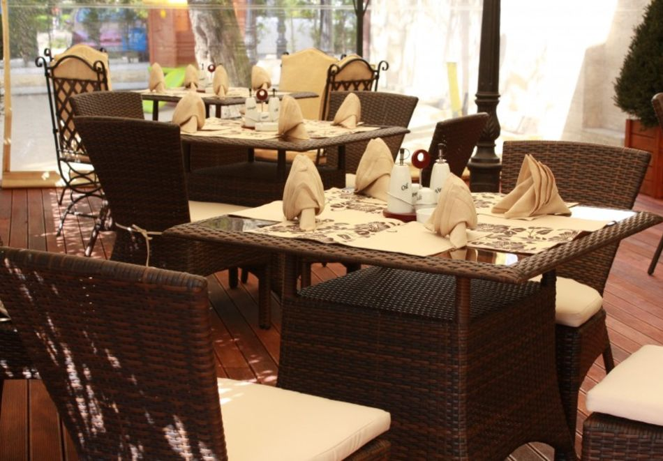 Почивка в центъра на Велико Търново! Нощувка на човек със закуска от хотел Алегро***, снимка 14