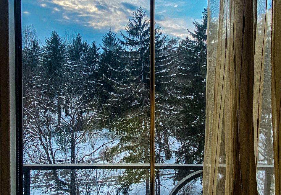 Почивка в центъра на Велико Търново! Нощувка на човек със закуска от хотел Алегро***, снимка 18