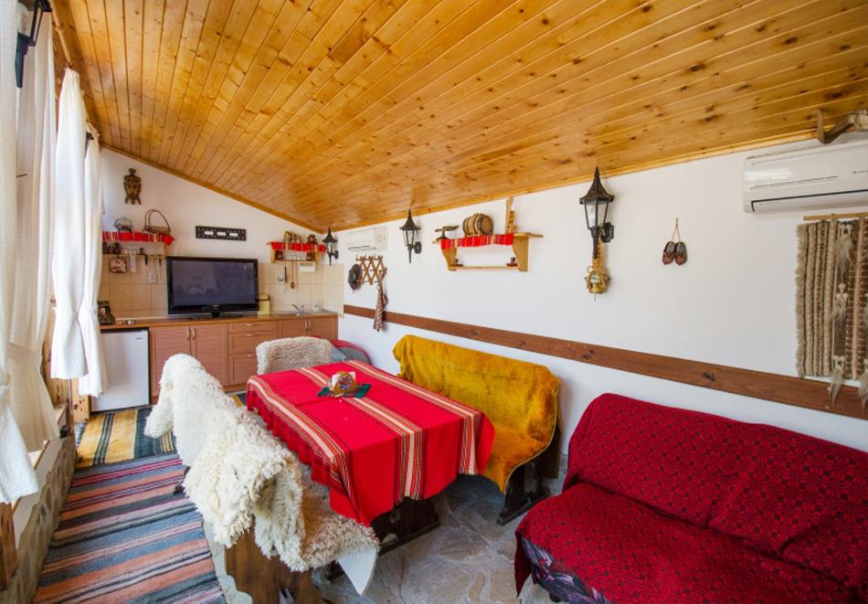 Почивка до Боженци! Наем на самостоятелна къща с капацитете 6 човека + възможност за ползване на механа от къща за гости Божурите, с. Кметовци, снимка 8