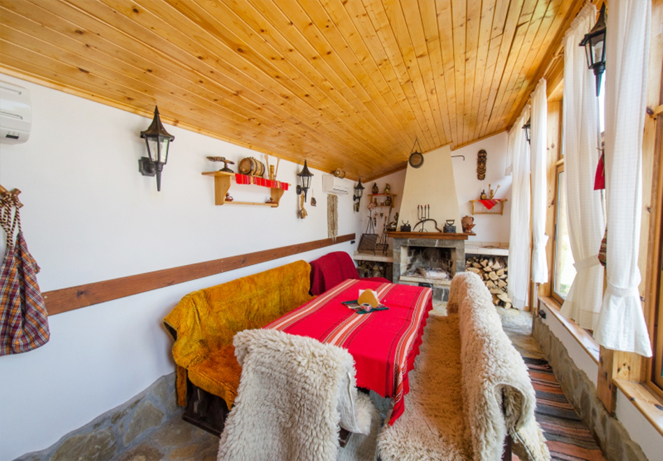 Почивка до Боженци! Наем на самостоятелна къща с капацитете 6 човека + възможност за ползване на механа от къща за гости Божурите, с. Кметовци, снимка 10