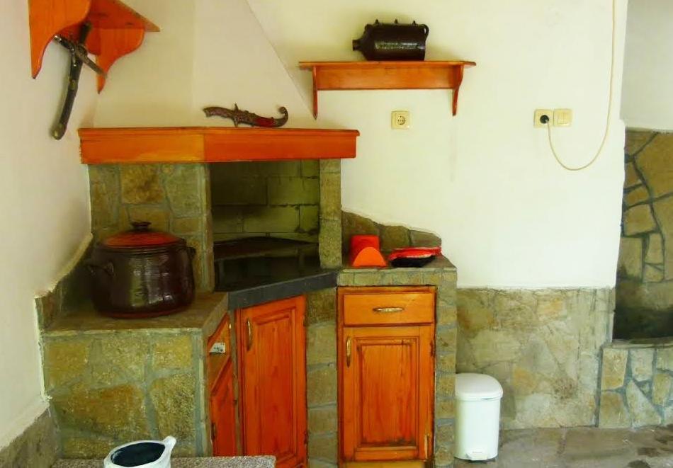 Наем на вила до 6 човека с барбекю и оборудвана кухня от вила Долината на Розите, Павел баня, снимка 3