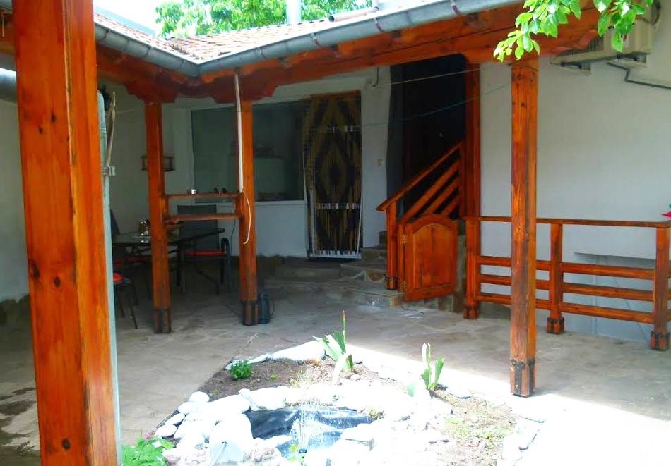 Наем на вила до 6 човека с барбекю и оборудвана кухня от вила Долината на Розите, Павел баня, снимка 7