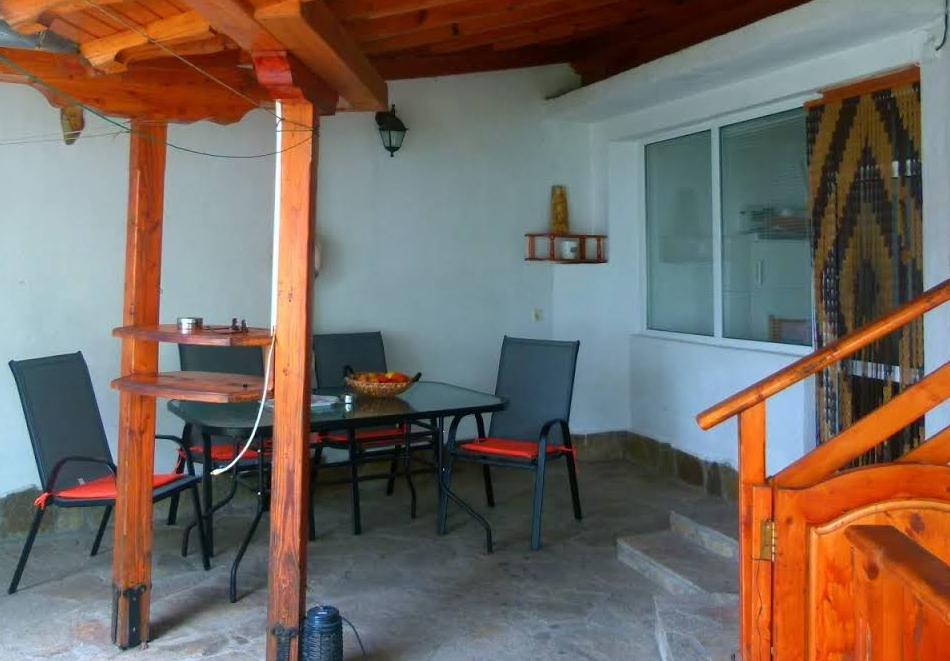 Наем на вила до 6 човека с барбекю и оборудвана кухня от вила Долината на Розите, Павел баня, снимка 5