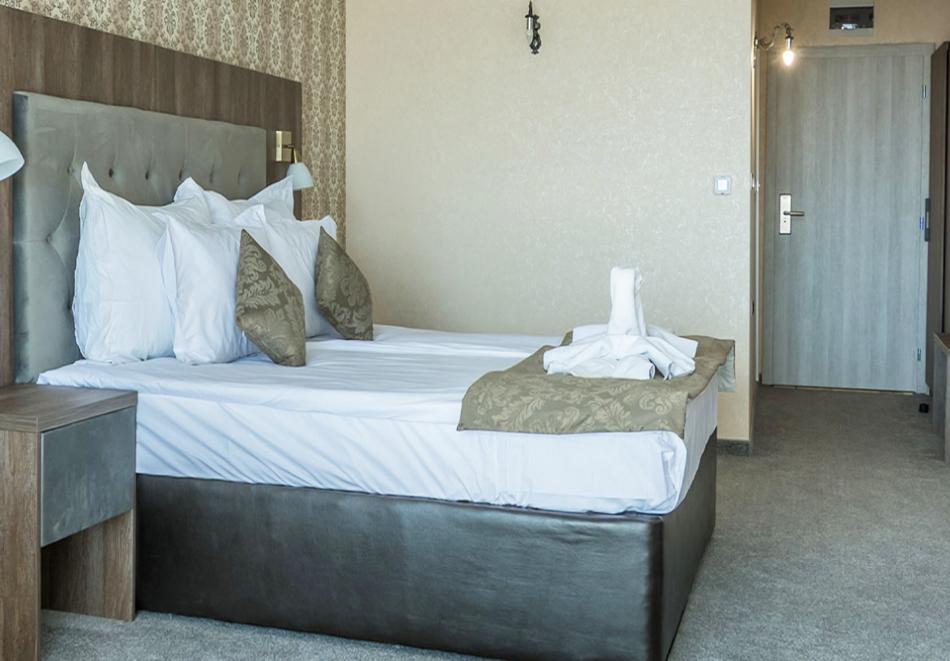 Великден в Цигов чарк. 3 или 4 нощувки на човек със закуски и вечери, празничен обяд + басейн и спа пакет в хотел Каталина Ризорт****, снимка 10