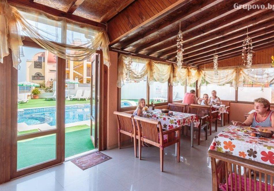 Нощувка на човек + басейн в хотел Аполис, Созопол. Дете до 12г. БЕЗПЛАТНО!, снимка 10