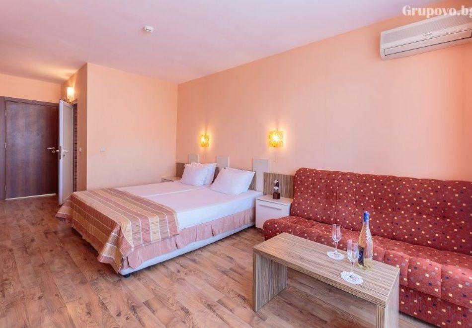 Нощувка на човек + басейн в хотел Аполис, Созопол. Дете до 12г. БЕЗПЛАТНО!, снимка 7