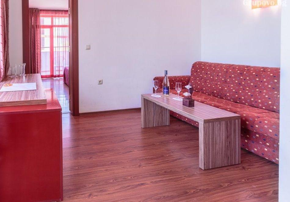 Нощувка на човек + басейн в хотел Аполис, Созопол. Дете до 12г. БЕЗПЛАТНО!, снимка 5