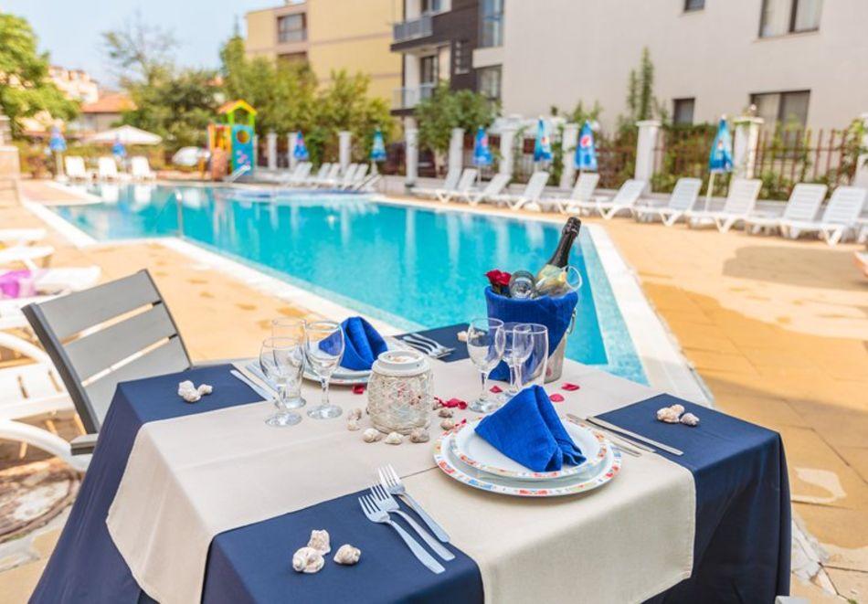 Морска почивка, на 70м. от плаж Хармани! Нощувка на човек със закуска и вечеря + басейн в хотел Флагман***, Созопол, снимка 3