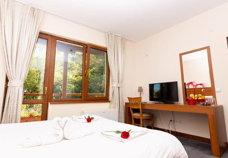 Нощувка на човек със закуска в хотел Света Неделя, с. Коларово, край Петрич, снимка 4