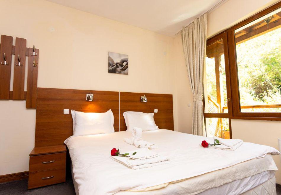 Нощувка на човек със закуска в хотел Света Неделя, с. Коларово, край Петрич, снимка 5