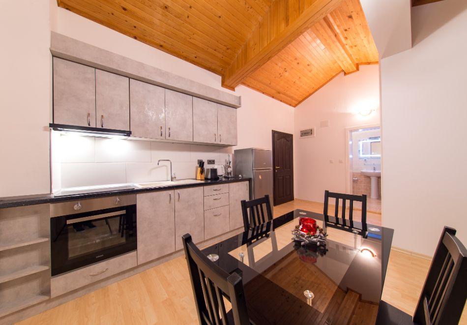 Нощувка в апартамент за четирима в Апартаменти за гости в Пампорово, снимка 17