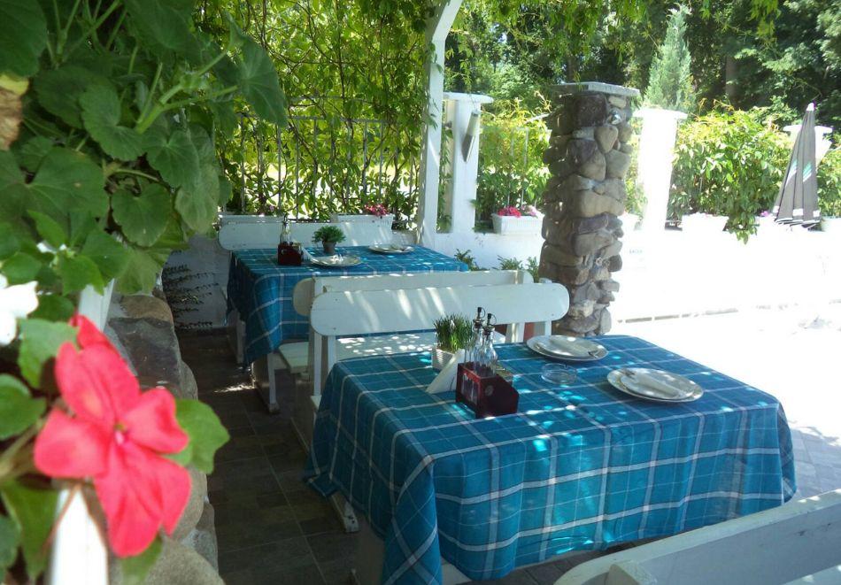 Лято в Лозенец на ТОП ЦЕНИ! Нощувка на човек със закуска + басейн в хотел Ариана., снимка 7