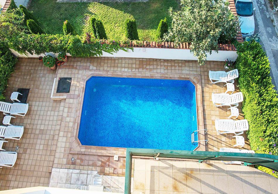 На 50м. от плажа между Равда и Несебър! Нощувка на човек + басейн в хотел Ривиера., снимка 8