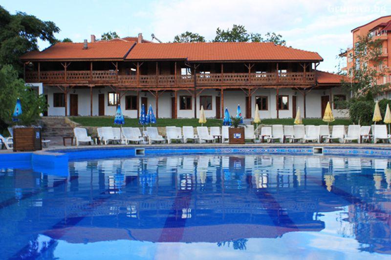 Плащате 2 нощувки на човек със закуски и вечери, а ползвате 3-та безплатна + басейн с минерална вода и релакс зона от Еко стаи Манастира, Хисаря, снимка 2