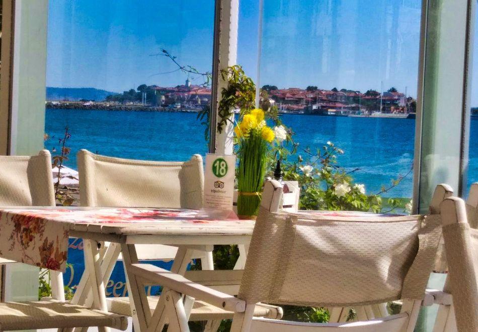 Великден и майски празници в Несебър! 3 нощувки на човек със закуски, 2 вечери, празничен обяд + топъл външен басейн в Афродита Бийч Хотел, снимка 4