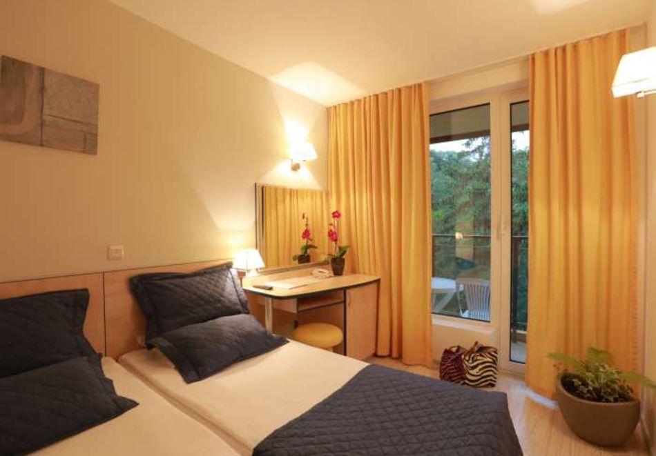 Нощувка на човек със закуска + басейн в хотел Мадара****, Златни пясъци . Дете до 12г. - безплатно, снимка 11