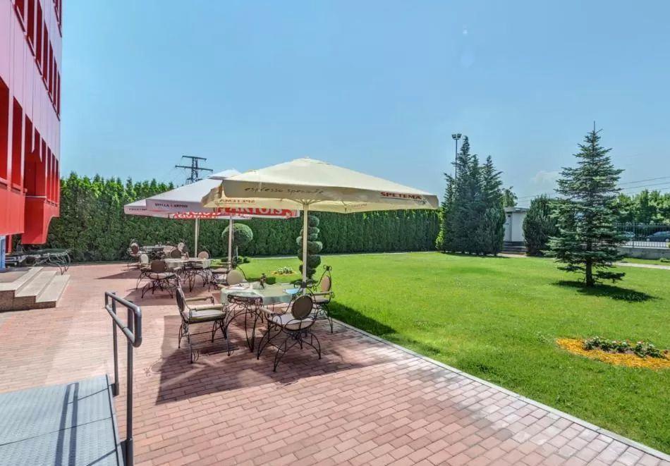 Нощувка на човек със закуска, обяд и вечеря от хотел Чиирите, Пловдив, снимка 8
