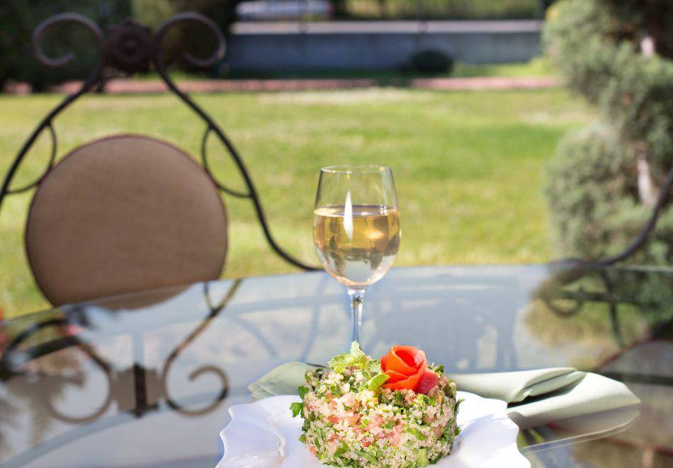 Нощувка на човек със закуска, обяд и вечеря от хотел Чиирите, Пловдив, снимка 9