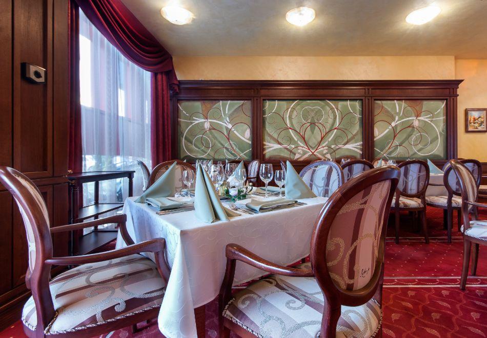 Нощувка на човек със закуска, обяд и вечеря от хотел Чиирите, Пловдив, снимка 4