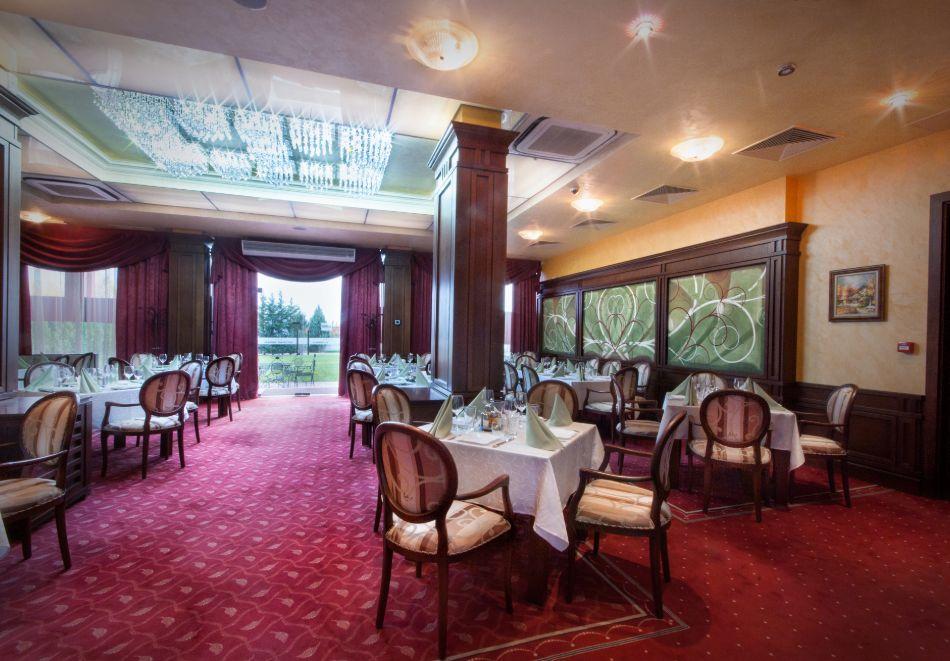 Нощувка на човек със закуска, обяд и вечеря от хотел Чиирите, Пловдив, снимка 5
