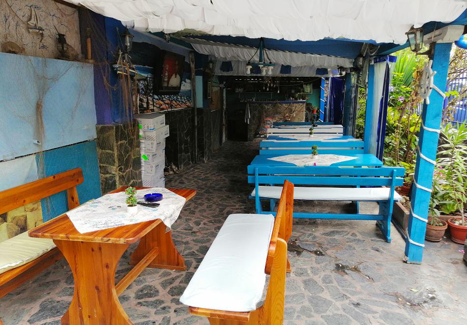 Лято 2021 на 50 м. от северния плаж в Приморско! Нощувка със закуска и вечеря в хотел Синя Лагуна, снимка 8