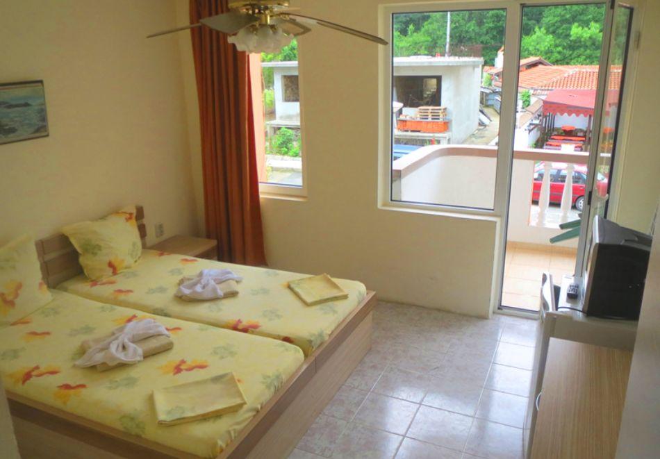 Нощувка на човек в хотел Ния, Китен, снимка 5