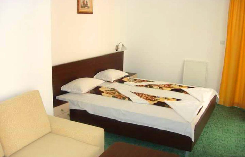 Нощувка на човек в хотел Ванини, Несебър, снимка 8