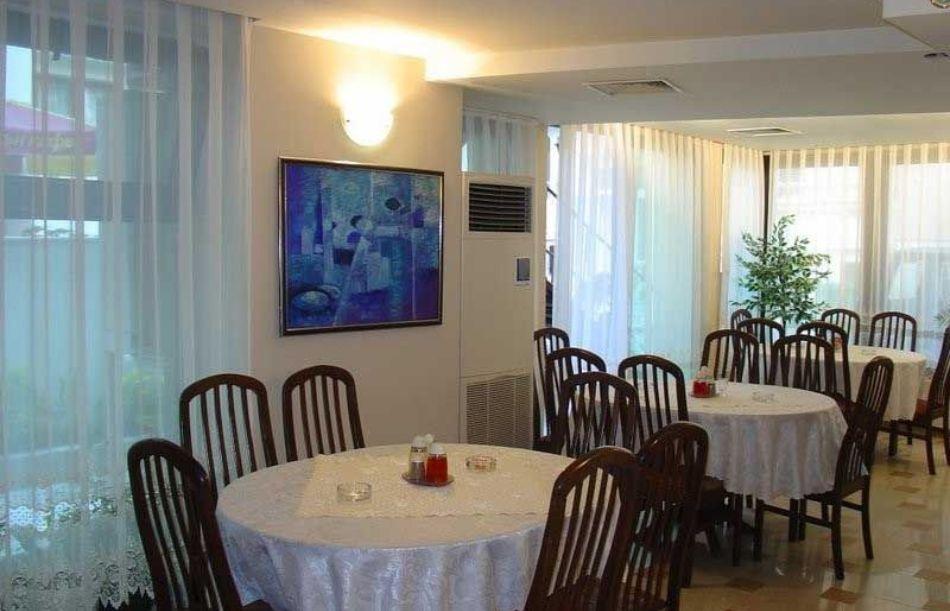 Нощувка на човек в хотел Ванини, Несебър, снимка 4