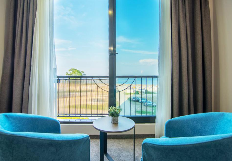 На ПЪРВА линия през юни в Кранево! Нощувка на човек с гледка море + закуска от хотел Магнифик, снимка 8