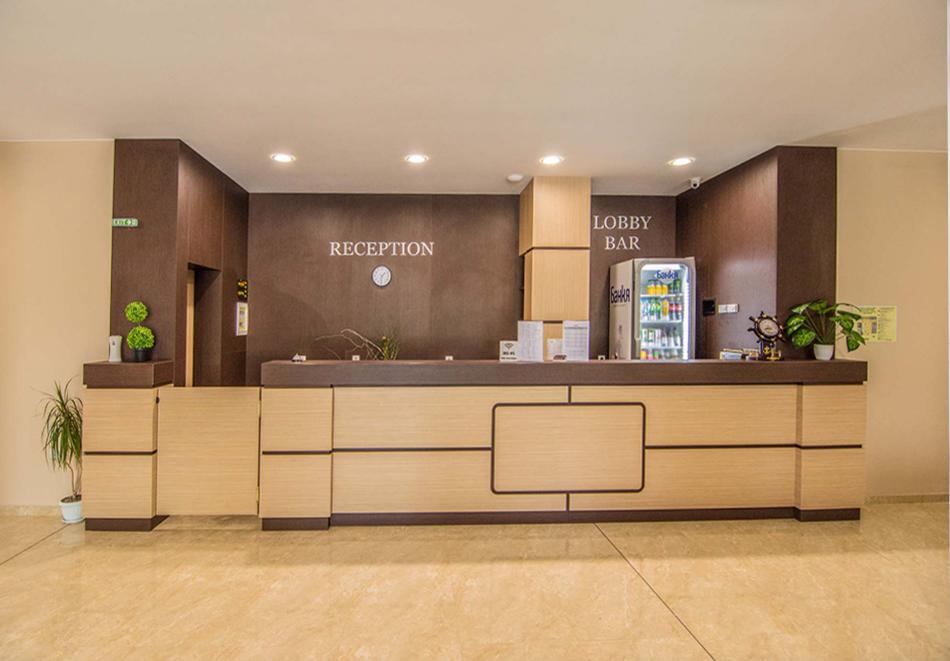 На ПЪРВА линия през юни в Кранево! Нощувка на човек с гледка море + закуска от хотел Магнифик, снимка 4