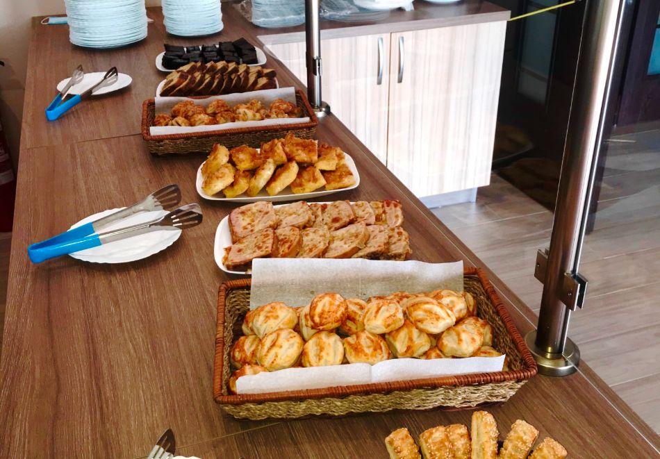 На ПЪРВА линия през юни в Кранево! Нощувка на човек с гледка море + закуска от хотел Магнифик, снимка 16