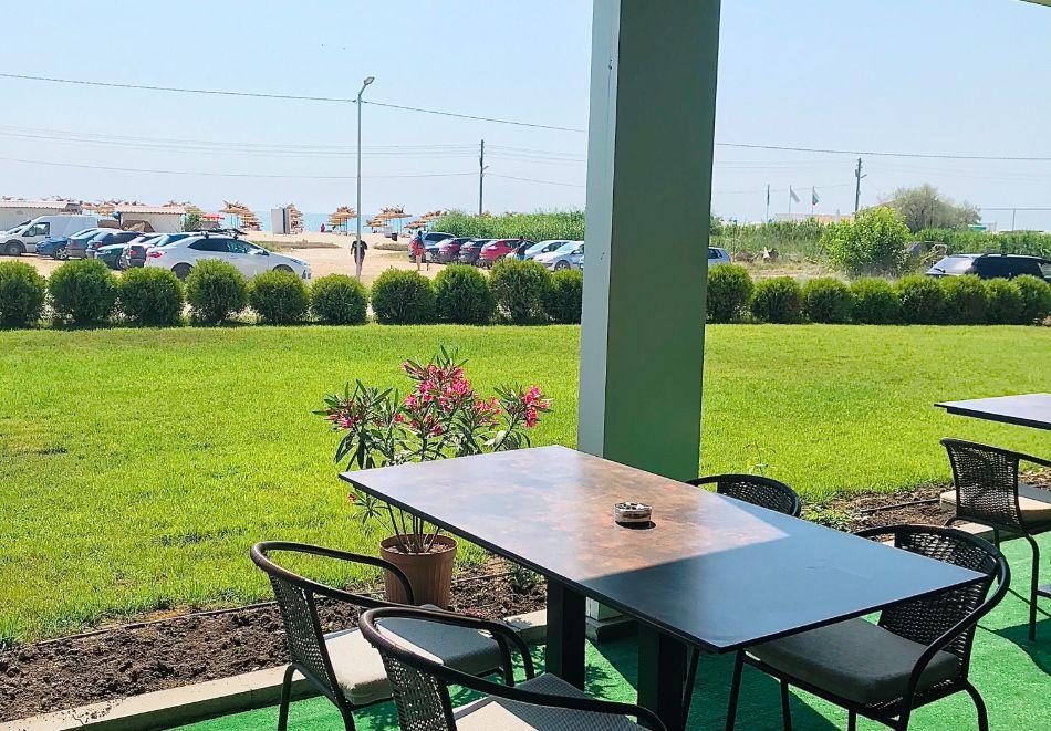 На ПЪРВА линия през юни в Кранево! Нощувка на човек с гледка море + закуска от хотел Магнифик, снимка 17