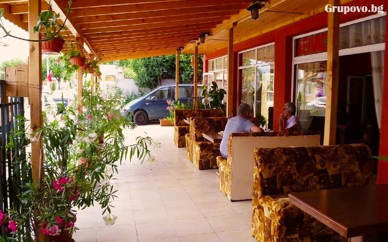 Нощувка или нощувка със закуска на човек + басейн ТОП ЦЕНИ в хотел Денис, Равда, снимка 7