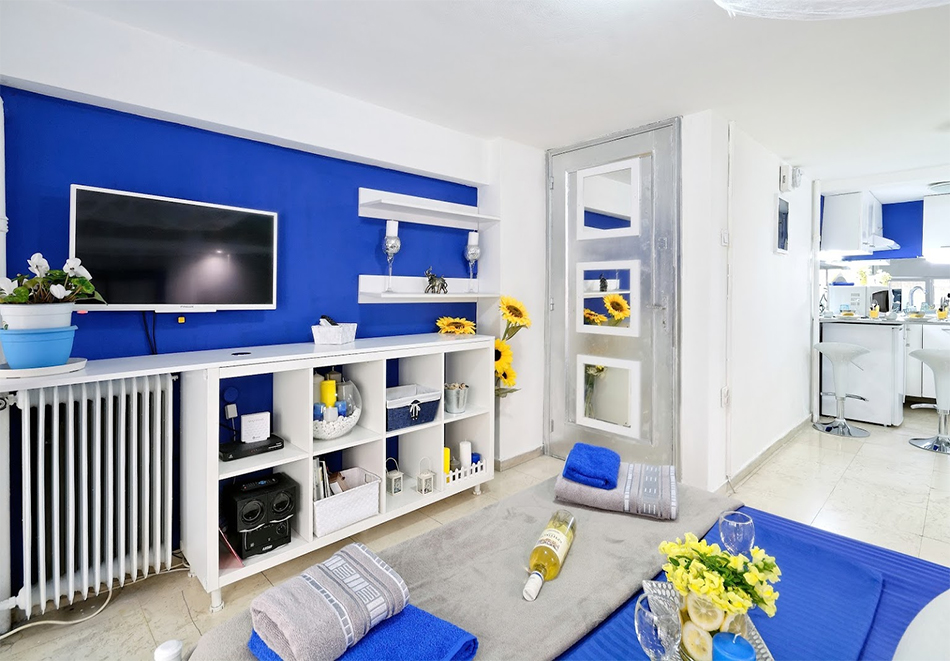 Santorini Style in Athens Plaza Luxury's Apartments, Атина, Гърция